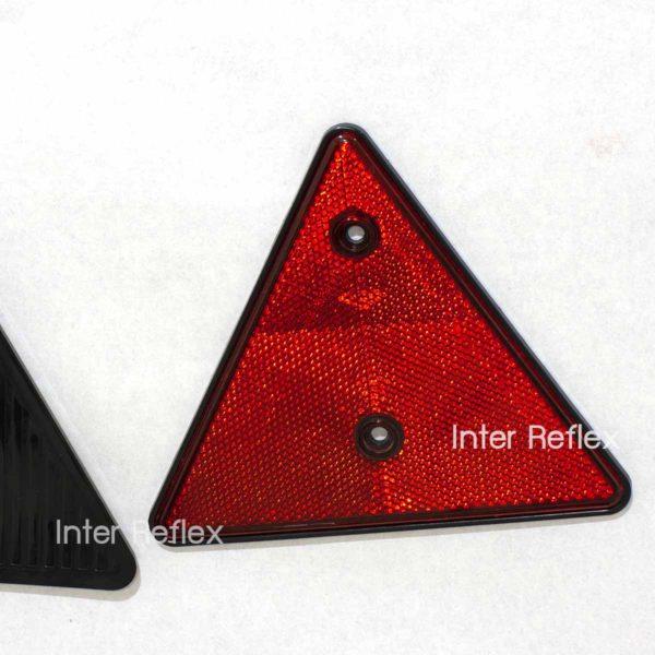ทับทิมสะท้อนแสงสามเหลี่ยมสีแดง